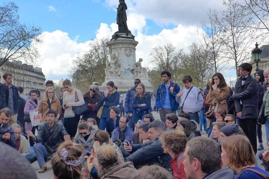Suoraa demokratiaa Pariisin République -aukiolla… © Tripsteri/Anneli Airaksinen
