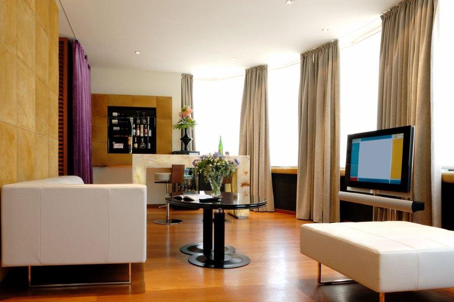 DO & CO -hotellissa on sviittejä ja tavallisia huoneita. Näköala Tapaninkirkon suuntaan on kalliimpi kuin sisäpihalle. Kuva: DO & CO.