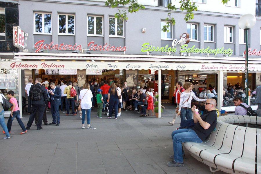 Molin-Pradelin suku on tehnyt Wienissä jäätelöä jo 1800-luvun loppupuolelta. Monelle kaupunkilaiselle kevät alkaa siitä kun Eissalon am Schwedenplatz on taas avoinna. Kuva: Elina Raittila.