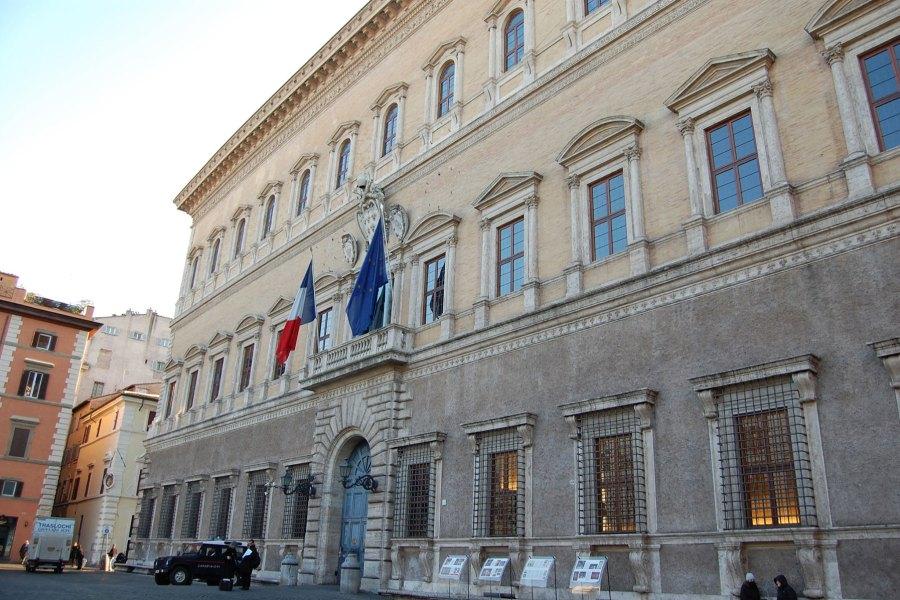Palazzo Farnese on lauantaina auki 23 saakka © Sean Foneilli Flickr CC