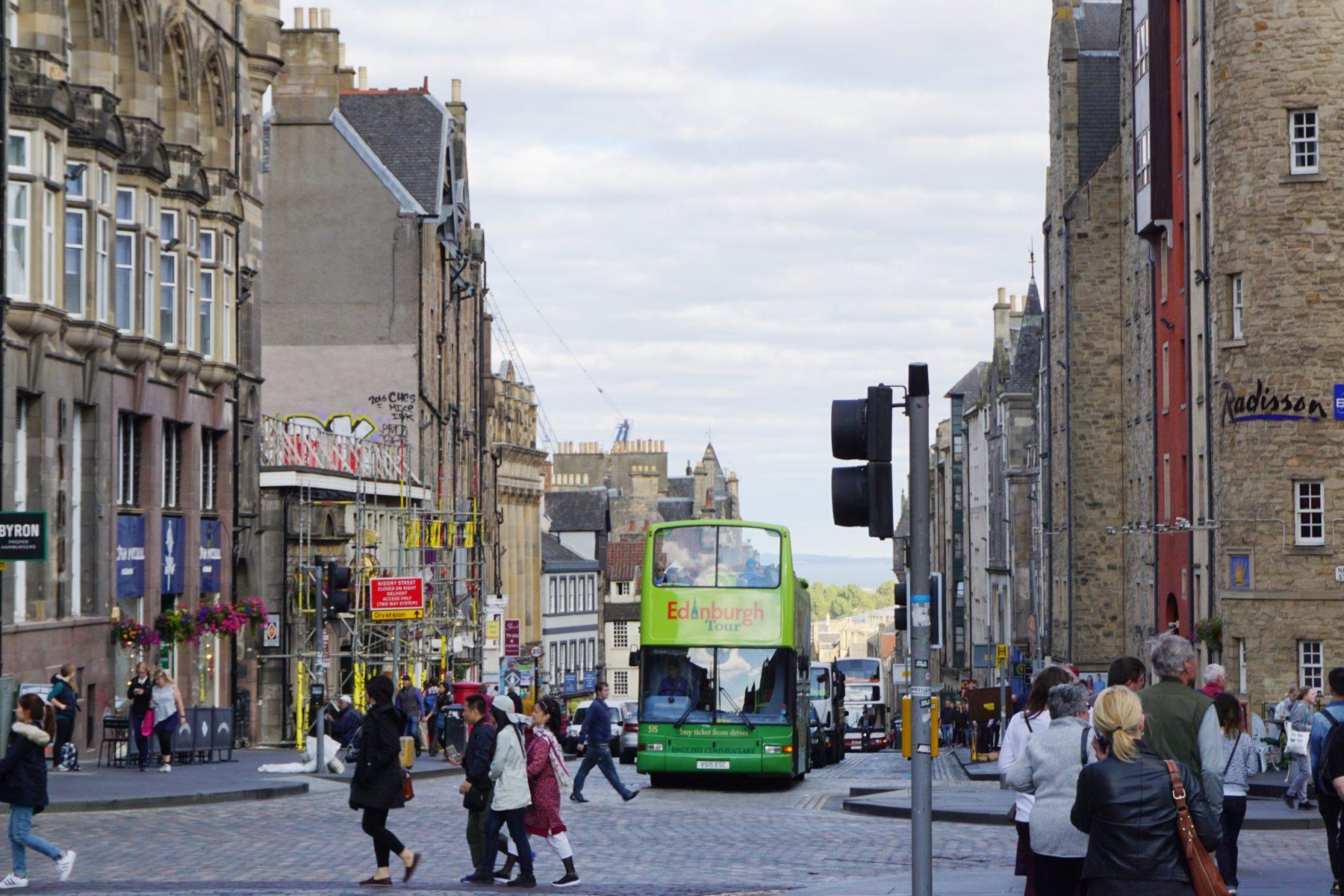 Edinburghin vanhaa pääkatua. Kuva: Eeva Simola / Tripsteri