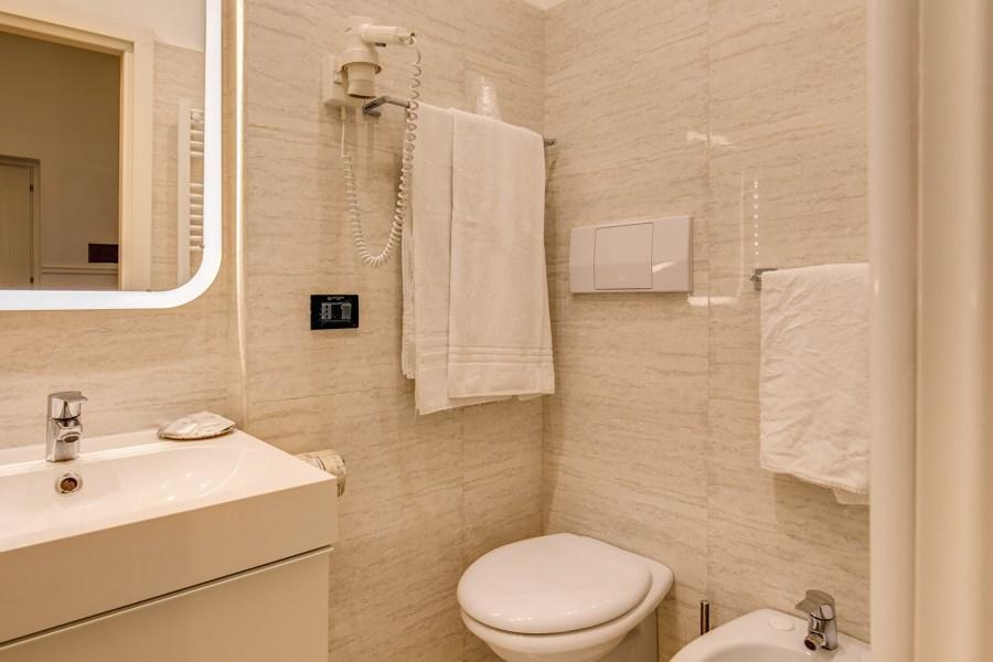 Siistit ja hyvin varustellut kylpyhuoneet © Hotel Martini