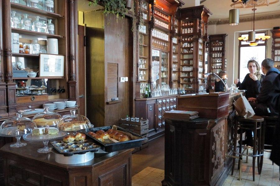 Entinen apteekki, nykyinen ORA-kahvila. © Erica Löfman