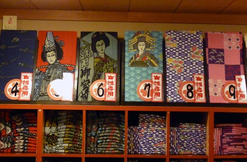 Oedo Onsen Monogatarin yukata-valikoima on laaja. Kuva: DozoDomo, flickr.com, CC BY-SA 2.0.