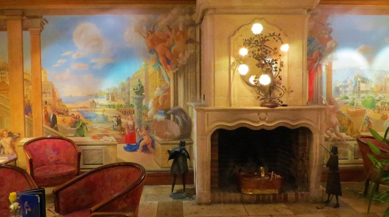 Hotel de la Cigogne lobby