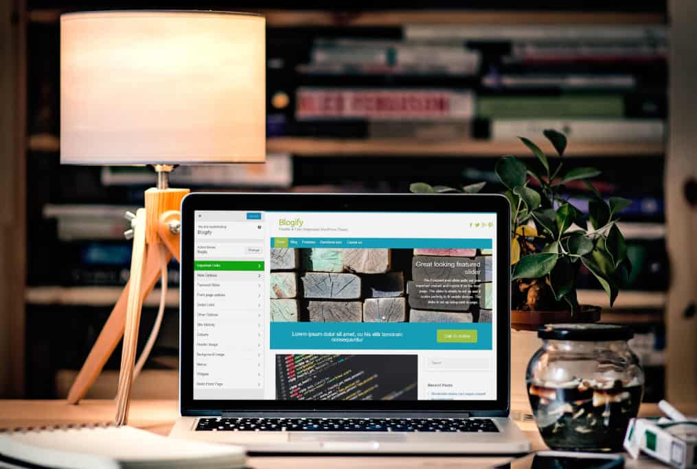 blogify-laptop-office1