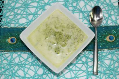 Creamy Broccoli Soup! Get in my belly right now!