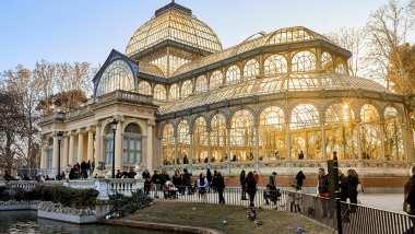 Le Palacio de Cristal ou le Palais de Cristal situé dans le Parc du Retiro à Madrid