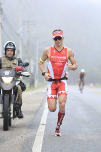 Brent McMahon durante a maratona, onde cravou 2:42:52. Foto: Rodrigo Eichler