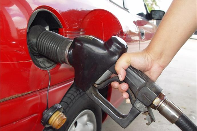 Tri-State Gas Prices Surge Over The Weekend_-4428555661981692982