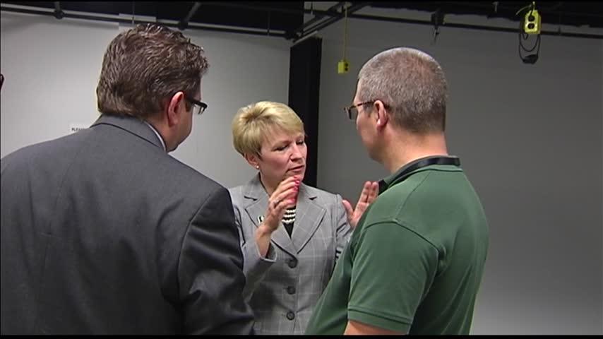 Sue Ellspermann Visits Evansville Ivy Tech_07455201-159532