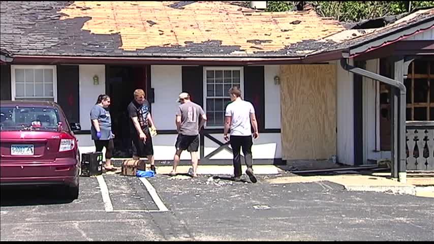 Evansville Apartment Fire Displaces Families_22830625