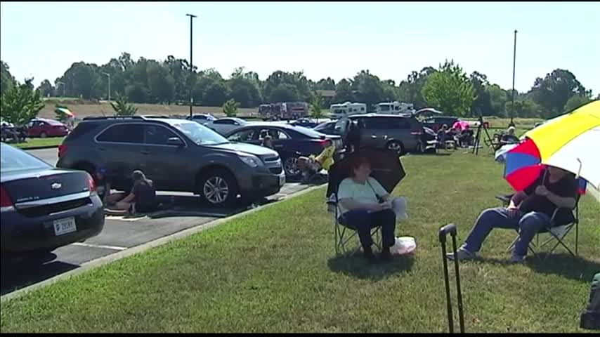 At Least 10-000 Watched Eclipse in Madisonville_43605565