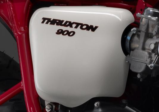 2010_triumph_thruxton_se_07