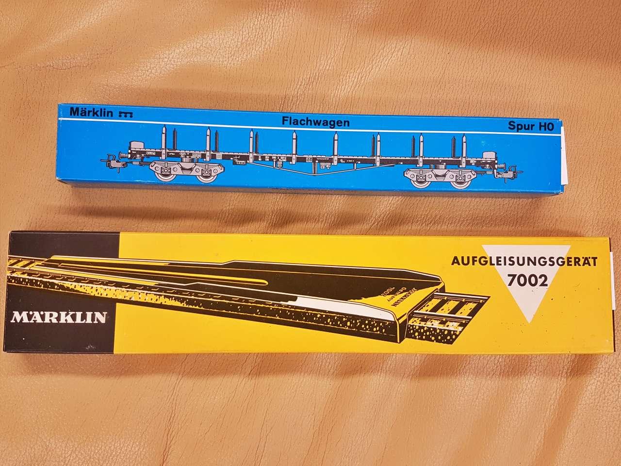 Märklin Modelleisenbahn Sammlerstücke neuwertig Gleisteile und Anhänger
