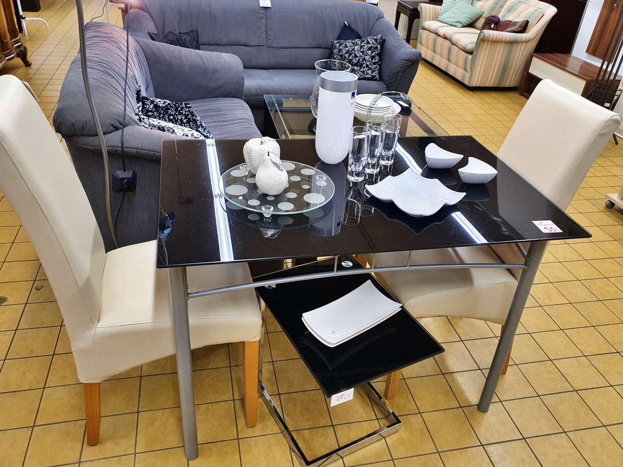 Esstisch Glas und Hochlehner-Stühle hell