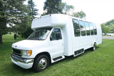 limo-coach-22-passenger-TT-44-14