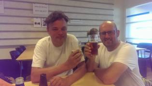 Ola Elleström och Magnus Billqvist firar att allt är genomfört.
