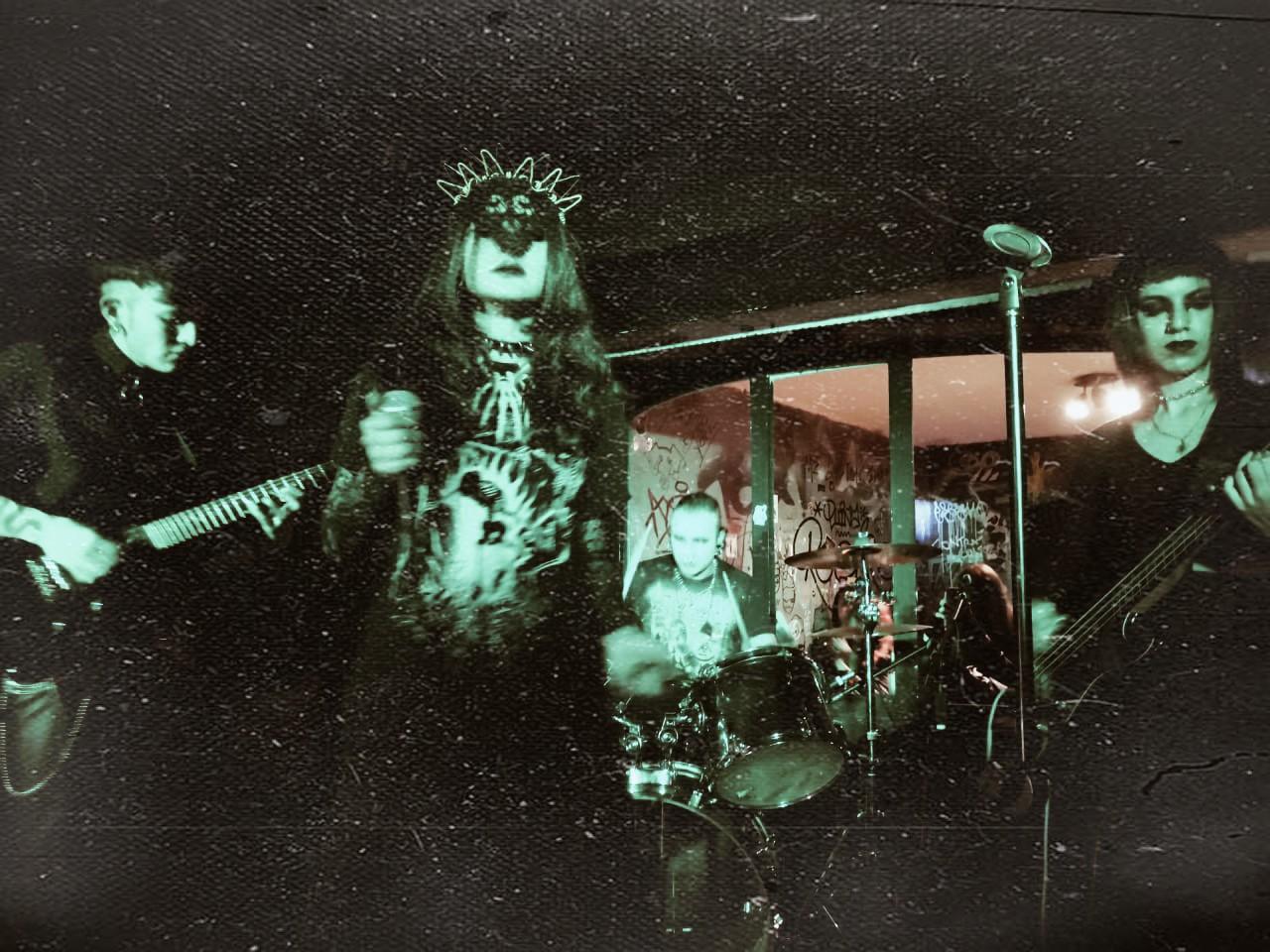OKVLTA, banda de post piunk / death rock de Bogota, Colombia en El Poste, un podcast del Neo Travel Cast de Tropical Punk Records