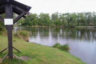 Lago y zona  de descanso en Ychoux