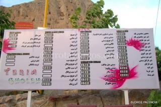 CARTA DE PRECIOS Y COSAS PARA TOMAR EN UN GARITO DE LA SOFEH MOUNTAIN EN ISFAHAN