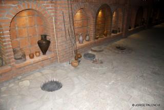 TINAJAS PARA HACER EL VINO SUBTERRANEAS Y DIFERENTES UTENSILIOS EN LA BODEGA TOURIST COMPLEX GVIRABI