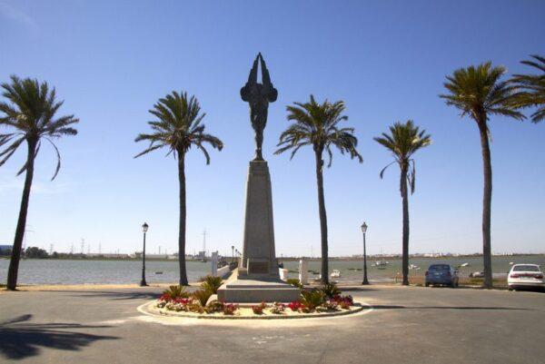 MONUMENTO A LOS TRIPULANTES DEL PLUS ULTRA, MUELLE DE LA REINA, PALOS DE LA FRONTERA