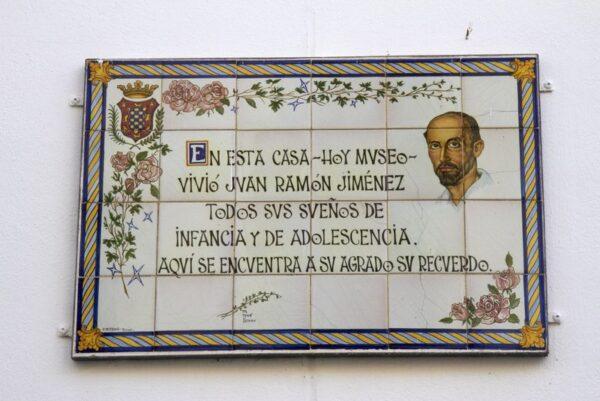 PLACA EN LA CASA DONDE VIVIÓ JUAN RAMÓN JIMÉNEZ, MOGUER