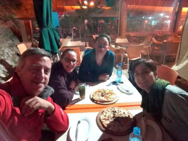 COMIENDO UNAS PIZZAS EN ASILAH