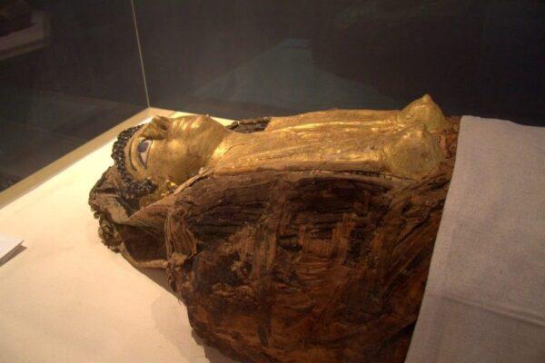 MOMIA EN EL MUSEO DE LAS MOMIAS DORADAS EN BAWITI