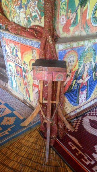 LIMOSNERO EN EL MONASTERIO AZEWA MARYAM, LAGO TANA