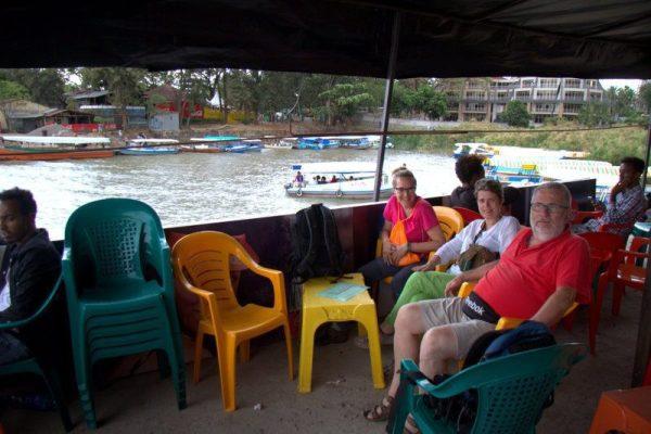TOMANDO CAFÉ JUNTO AL LAGO TANA, BAHIR DAR