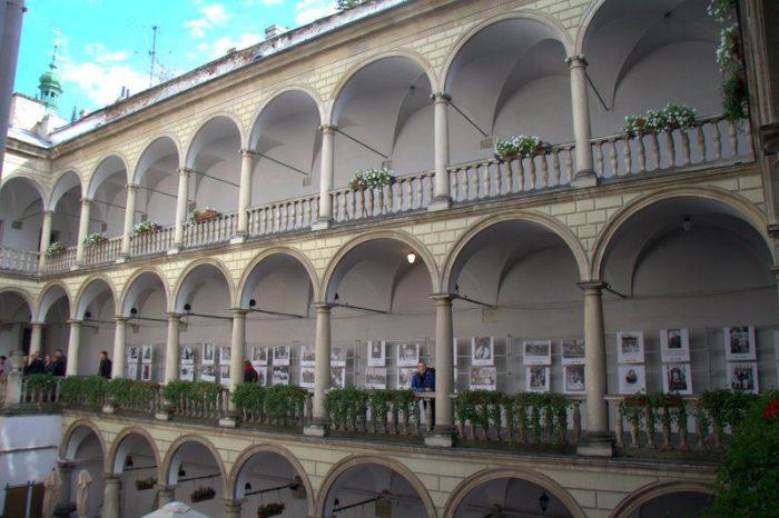 INTERIOR DEL VENICE PALACE, LVIV