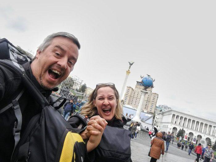 BEATRIZ Y JORGE EN LA PLAZA MEIDAN, KIEV