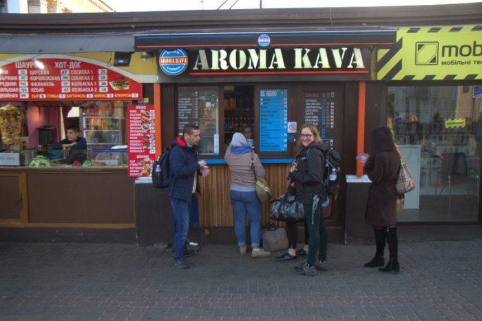 COMPRANDO UNOS CAFÉS EN AROMA KAVA, KIEV