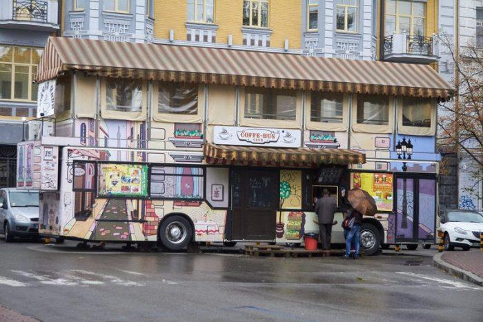 COFFE BUS EN EL BARRIO DE PODIL, KIEV