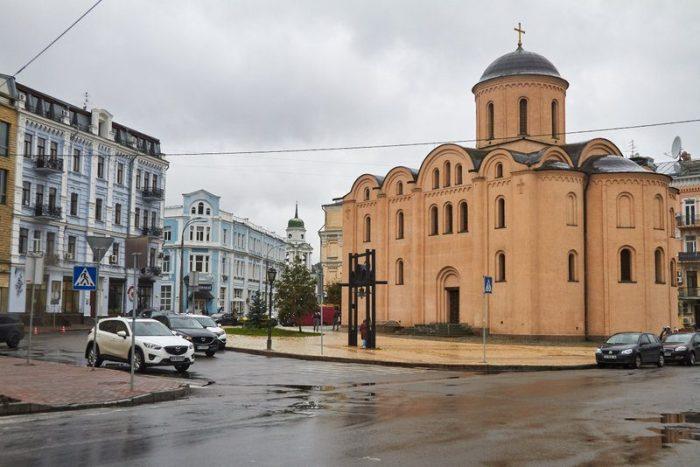 IGLESIA EN EL BARRIO DE PODIL, KIEV