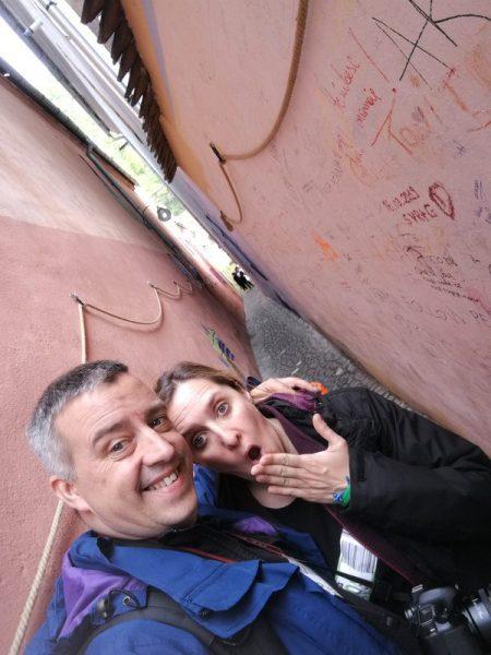 BEATRIZ Y JORGE EN LA CALLE STRADA SFORII, BRASOV