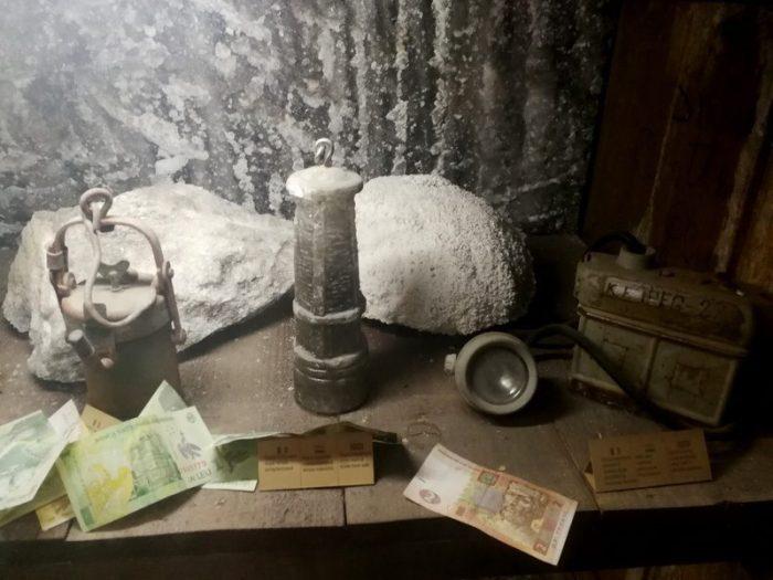 OBJETOS DE LOS MINEROS EN LA SALA DE LLAMADA