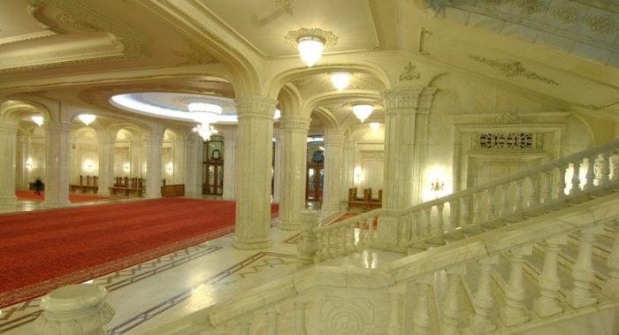 INTERIOR DEL PARLAMENTO DE BUCAREST (Foto http://cic.cdep.ro/en/)