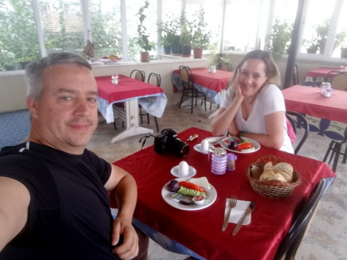DESAYUNANDO EN EL HOTEL DE PAMUKALE
