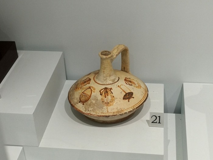 VASIJA DEL SIGLO IV A.C. EN EL MUSEO DE FETHIYE