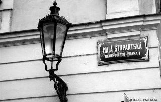 FAROL EN LA CALLE MALA STUPARTSKA DE PRAGA