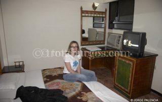 BEATRIZ EN LA HABITACIÓN DEL MAURYA HERITAGE HOTEL EN DELHI