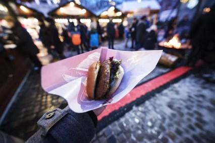 Elandburger Eten op de Kerstmarkt