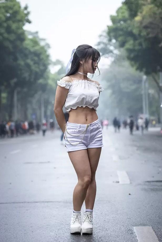 Wat te doen in Hanoi - Danseres rond Hoan Kiem Lake