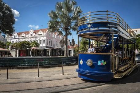 Blauwe Tram in Oranjestad Aruba