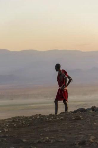 Masai krijger naast Kilimanjaro