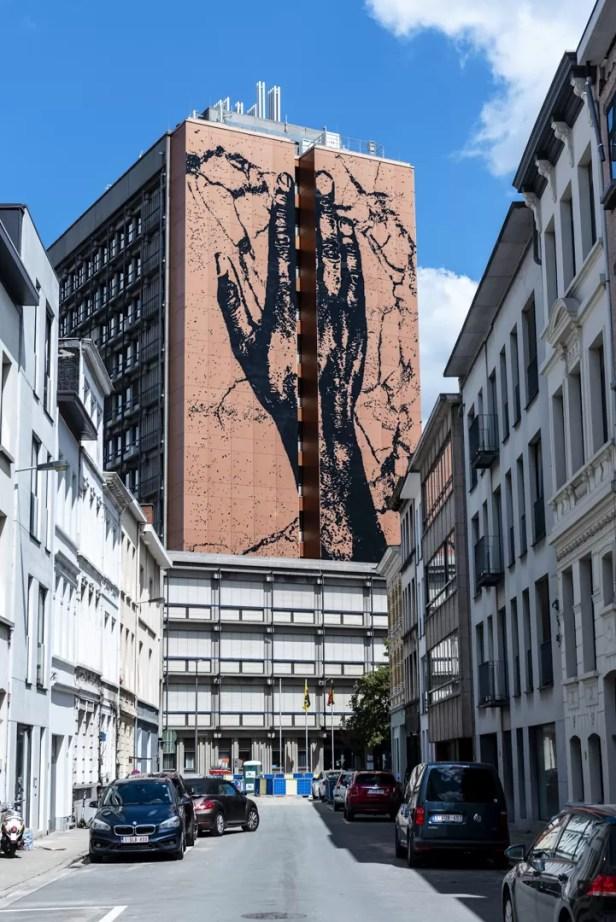 Street Art in Antwerpen - Humain by Matthias Schoenaerts