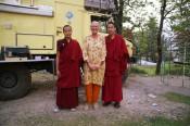 Els met monniken voor moggy